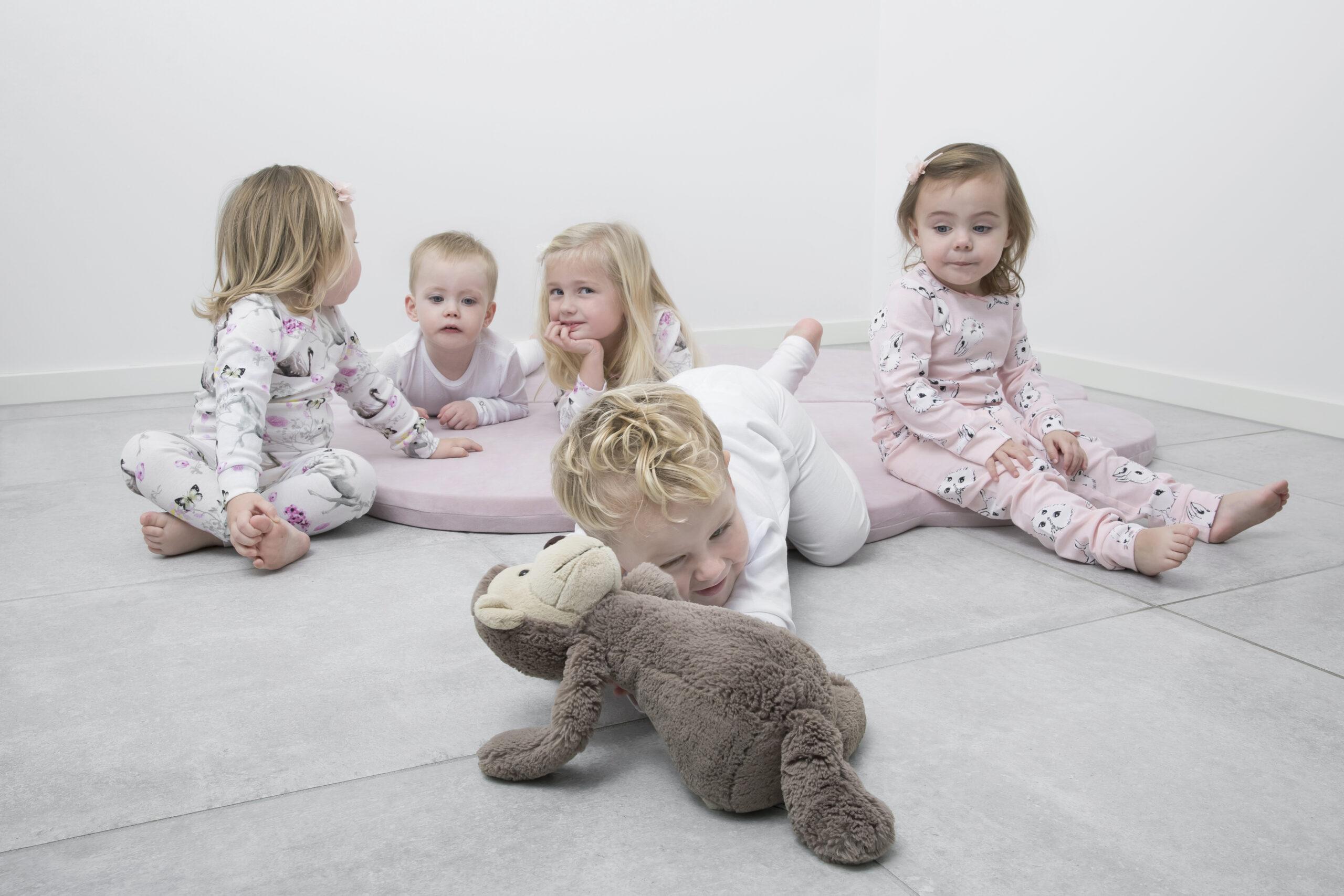 Jak zabawy i konkurencje dla dzieci wpływają na ich rozwój?