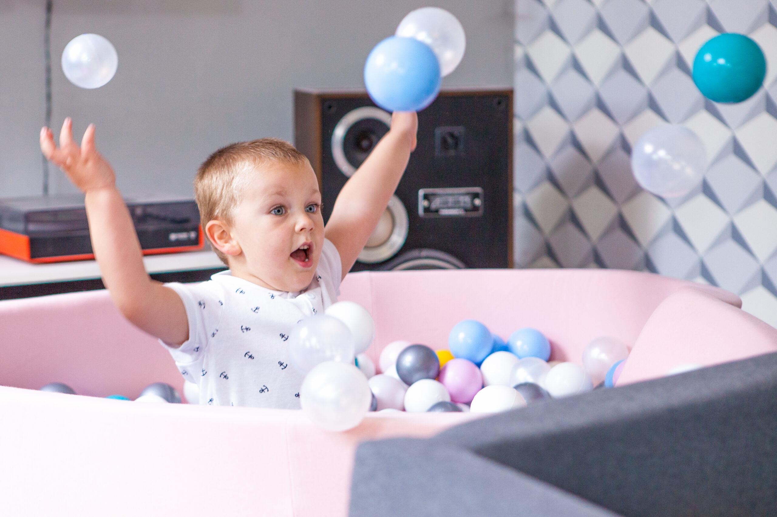 Zabawy z rocznym dzieckiem. Jak wspierać rozwój dziecka?