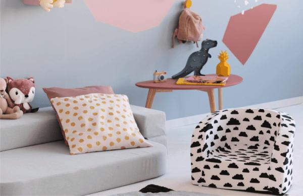 Fotelik i sofa - aranżacja pokoju