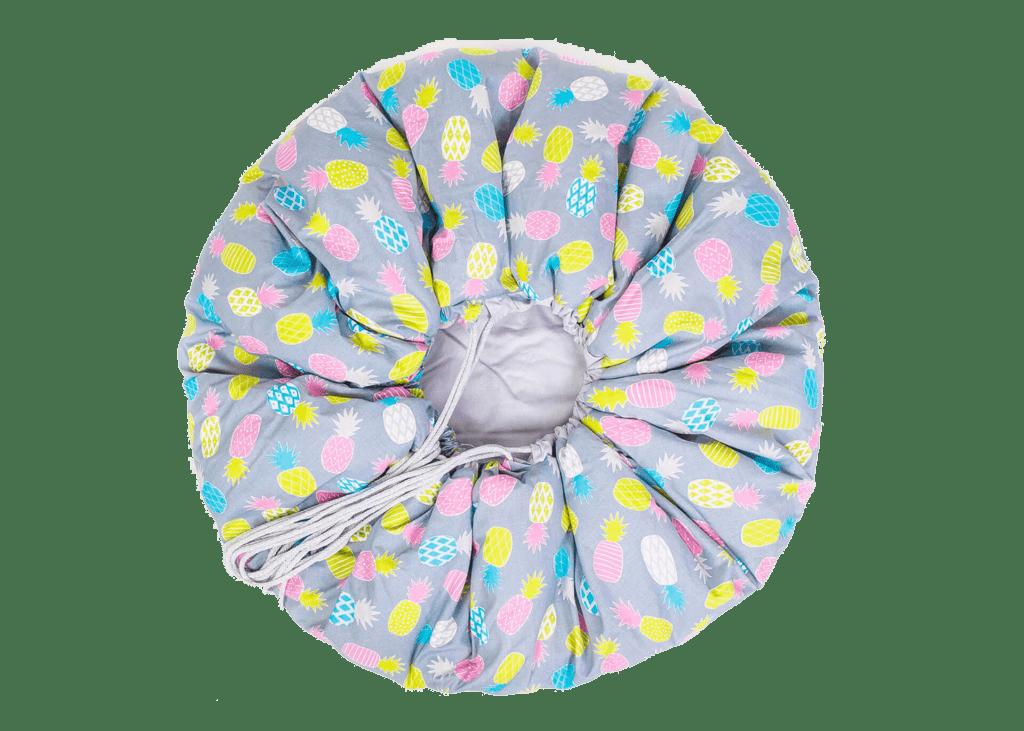 Mata worek - szara w kolorowe ananasy - zbliżenie