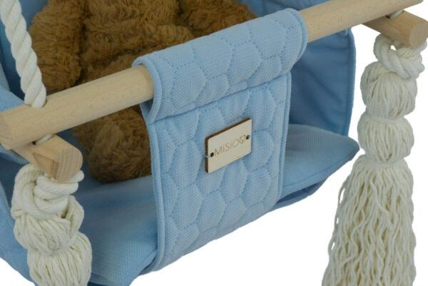 Zbliżenie na materiał małej huśtawki - niebieski