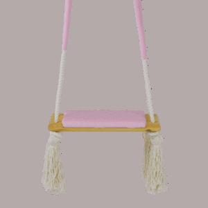 Huśtawka prosta - różowe siedzisko - jasna deska - zbliżenie